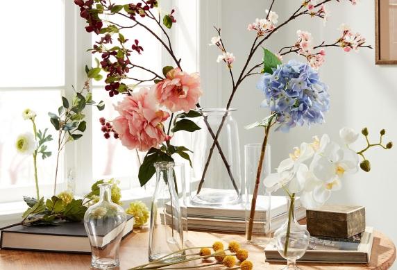 Această imagine are atributul alt gol; numele fișierului este okl_sit_00084805_story_cv_single-stem-florals_v2_019.jpeg